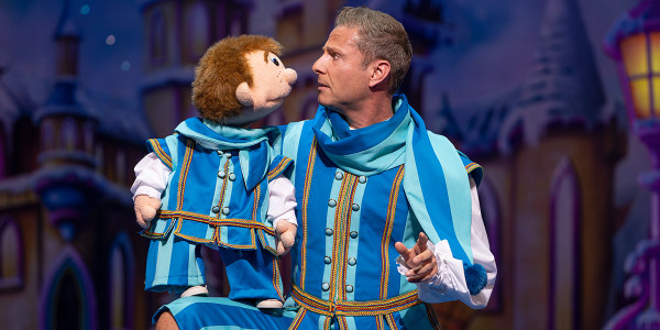 Sam and Paul Zerdin in Snow White (Photo: Paul Coltas)