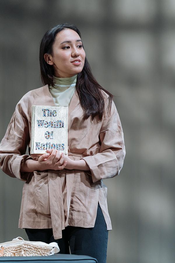 Ioanna Kimbook in Bitter Wheat (Photo: Manuel Harlan)