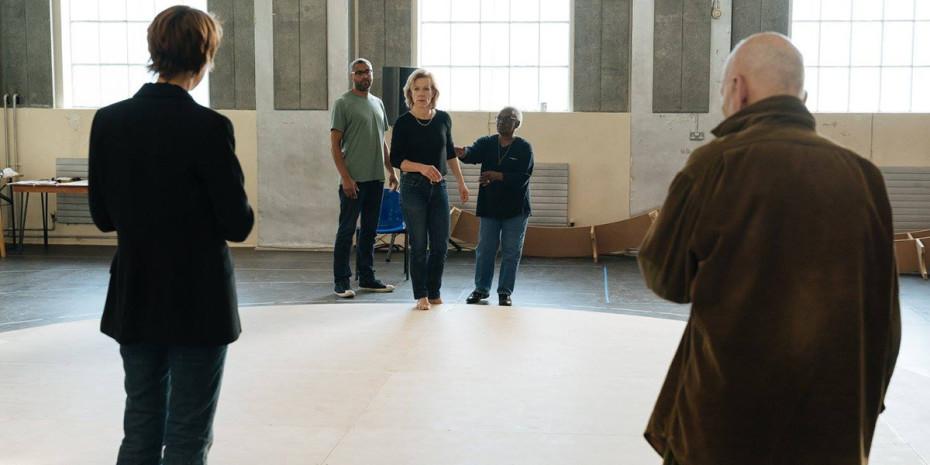 Juliet Stevenson in rehearsal for Mary Stuart (Photo: Manuel Harlan)