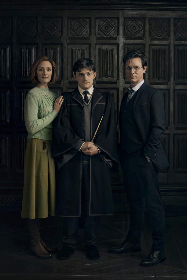 Harry Potter And The Cursed Child. The Potters: Susie Trayling as Ginny Potter, Joe Idris as Roberts Albus Potter and Jamie Ballard as Harry Potter. Photo by Charlie Gray