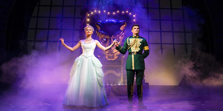 Sophie Evans (Glinda) and David Witts (Fiyero) in Wicked (Photo: Darren Bell)