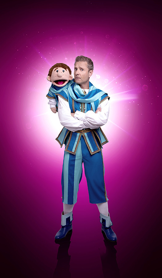 Paul Zerdin as Muddles in Snow White (Photo: Paul Coltas)