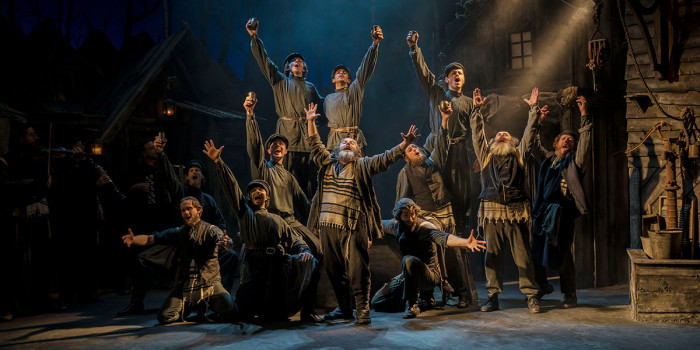 Andy Nyman and the cast of Fiddler On The Roof