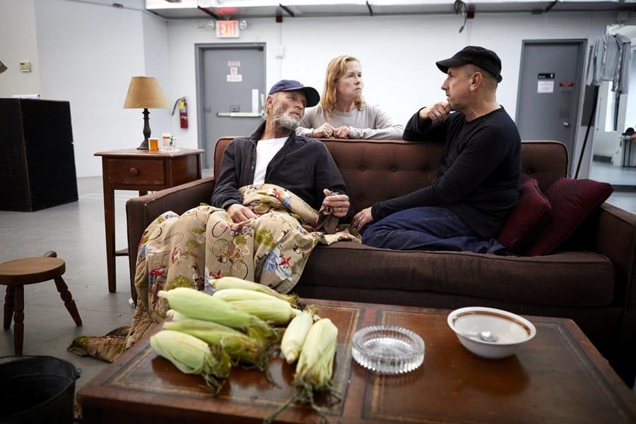 Ed Harris (Dodge), Amy Madigan (Hallie) and Scott Elliott (Director) in Buried Child rehearsals (Photo: Serge Nivelle)