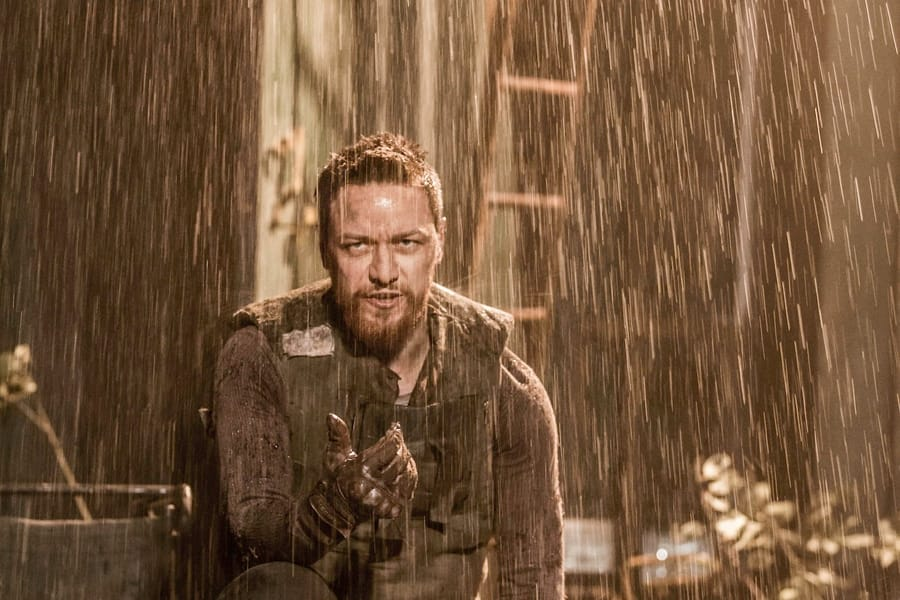 James McAvoy in Macbeth (Car)