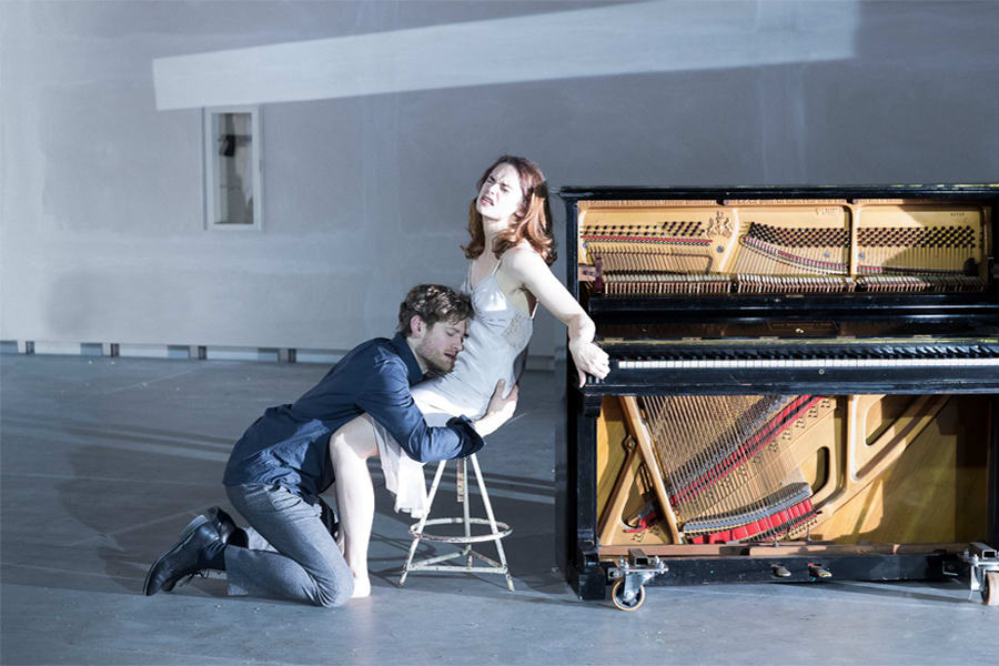 Kyle Soller, Ruth Wilson in Hedda Gabler. (Photo:Jan Versweyveld)