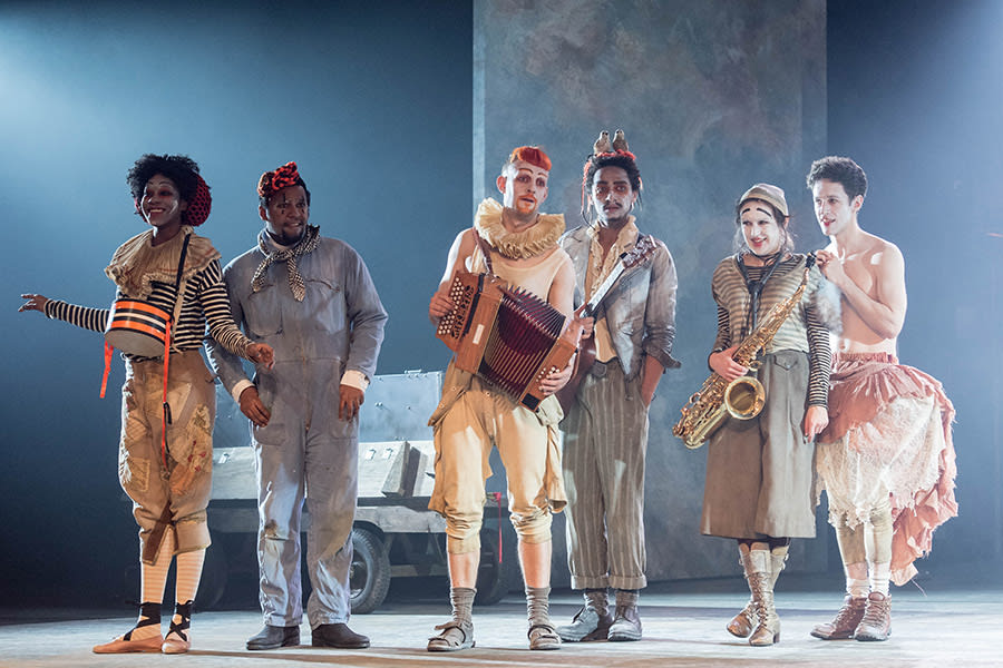 The Players in Rosencrantz & Guildenstern Are Dead at The Old Vic (Photo: Manuel Harlan)