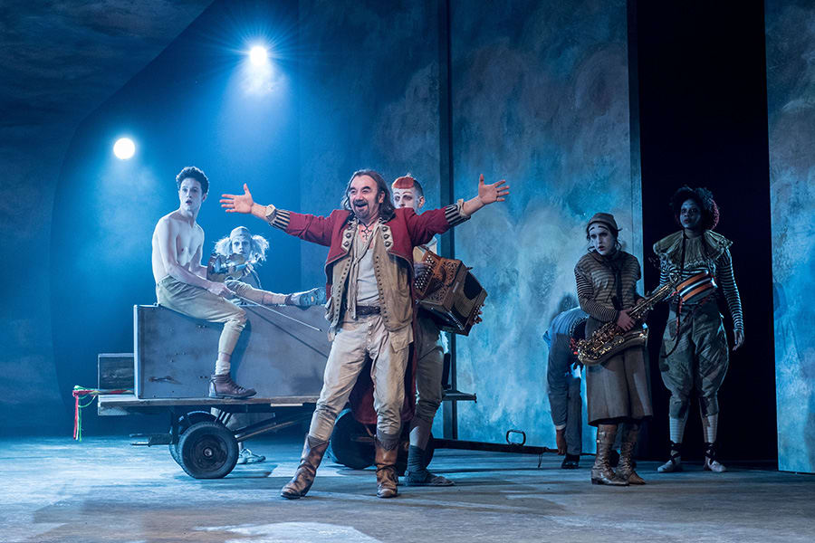David Haig (The Player) and The Players in Rosencrantz & Guildenstern Are Dead at The Old Vic (Photo: Manuel Harlan)