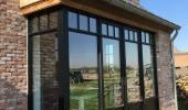 Nieuwbouwwoning met zwarte STEEL-LOOK ramen en deuren