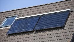Zonneboilers op een schuin dak
