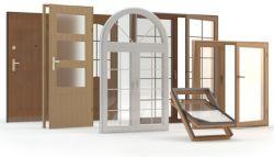 Verschillende houten ramen en deuren