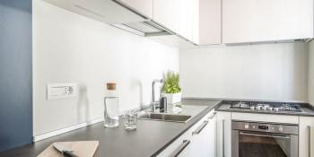 De handigste oplossingen voor de achterwand in de keuken