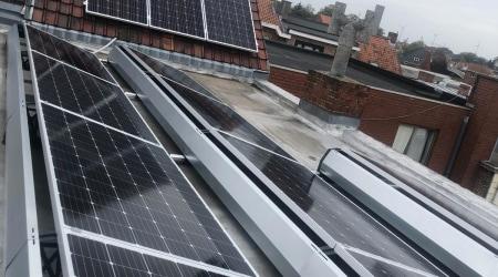Installatie van 16 Axitec panelen in centrum Kortrijk