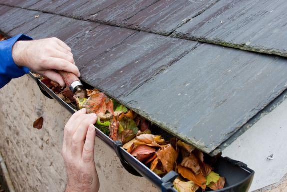 Nieuwe dakgoot wordt aangelegd