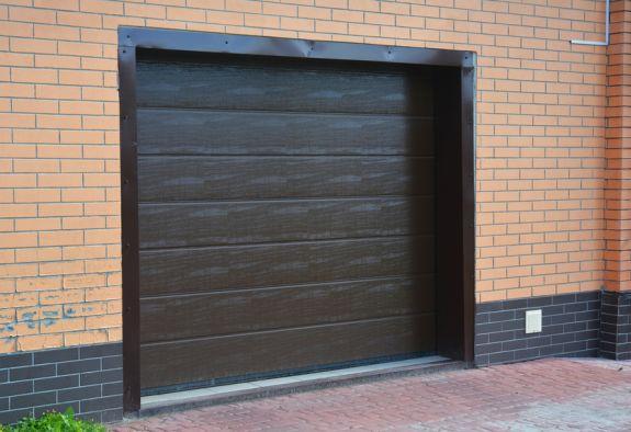 Nieuwe garagedeur in de garage