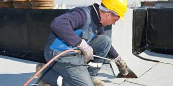 Werk aan de winkel: dakwerkers voor platte daken!