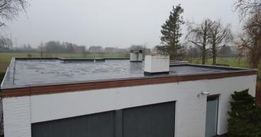 Renovatie van het plat dak: opstanden ophogen, isoleren, herafdichten met EPDM Firestone