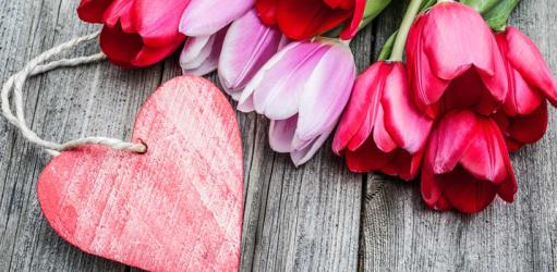 Vier je Valentijnsdag thuis? Zo wordt het een succes!