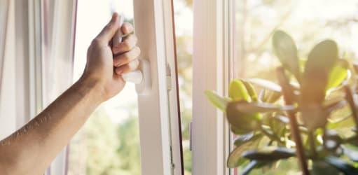Slim energie besparen met vloerisolatie en kunststof kozijnen