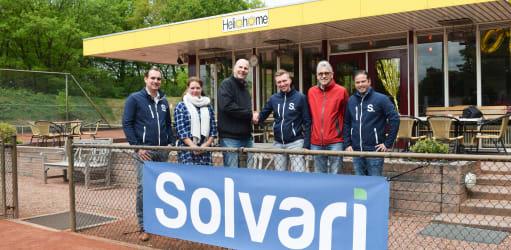 Persbericht: duurzame toekomst voor Tennisvereniging Helios door sponsoring van Solvari