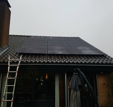 18 panelen Trinasolar 295WP Full Black met een Solaredge SE5000 HD Wave omvormer