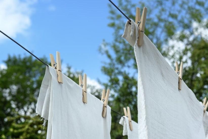 kleding aan waslijn