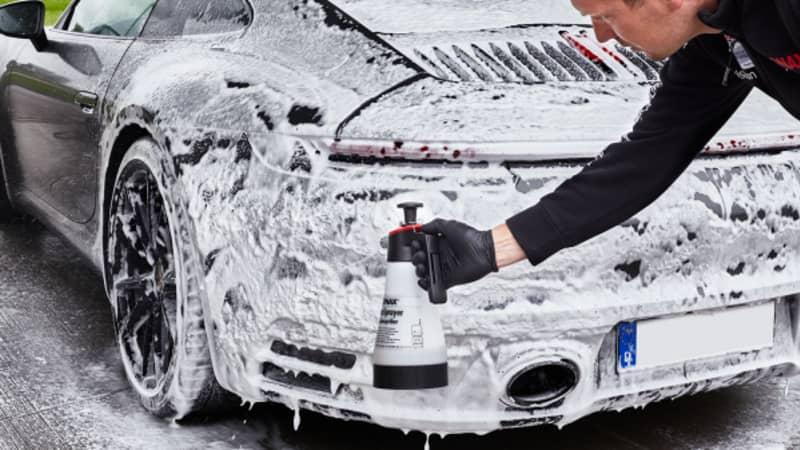 Schaumwäsche am Auto