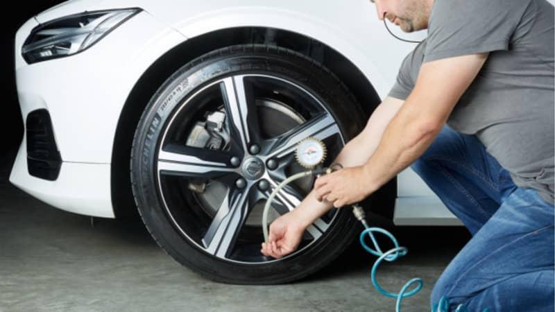 Kontrollieren des Reifendrucks