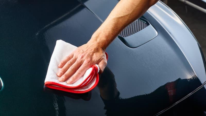 Teer und Baumharz auf Autolack entfernen