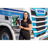 Katrin Oschmann, Trucker-Girl und Sonax Markenbotschafterin, ist von der praktischen Fächerunterteilung überzeugt, denn die sorgt für Ordnung.