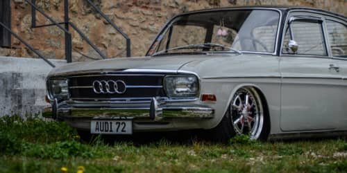 Frontansicht seitlich Audi 72