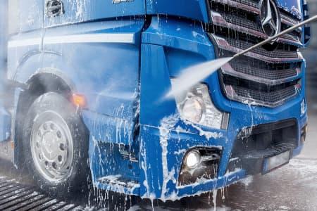 Reinigung eines LKWs