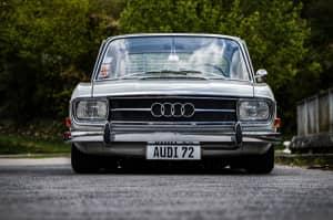 Frontansicht gerade Audi 72