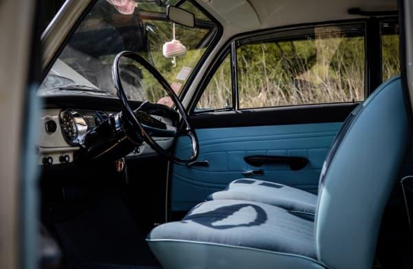 Innenraum seitlich Audi 72