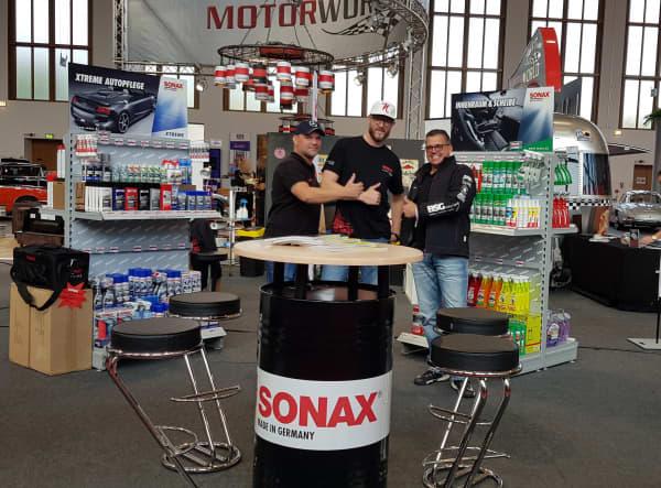 SONAX Stand Motorworld mit Personen