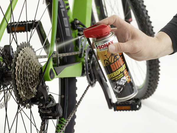 Bike Pflegewelt Ritzel mit Kettenspray einsprühen