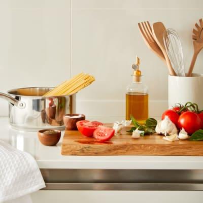 Photo representing a kitchen