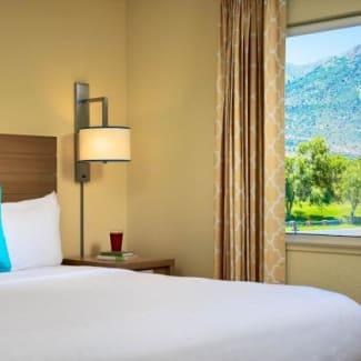 Sonesta ES Suites Flagstaff Guest Room with View Bed
