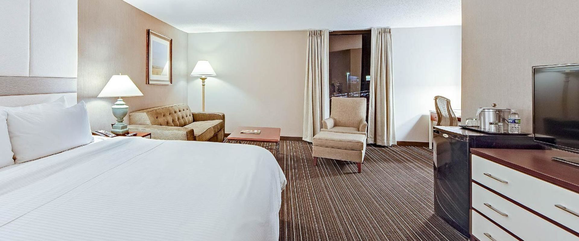 Executive guestroom with sitting area