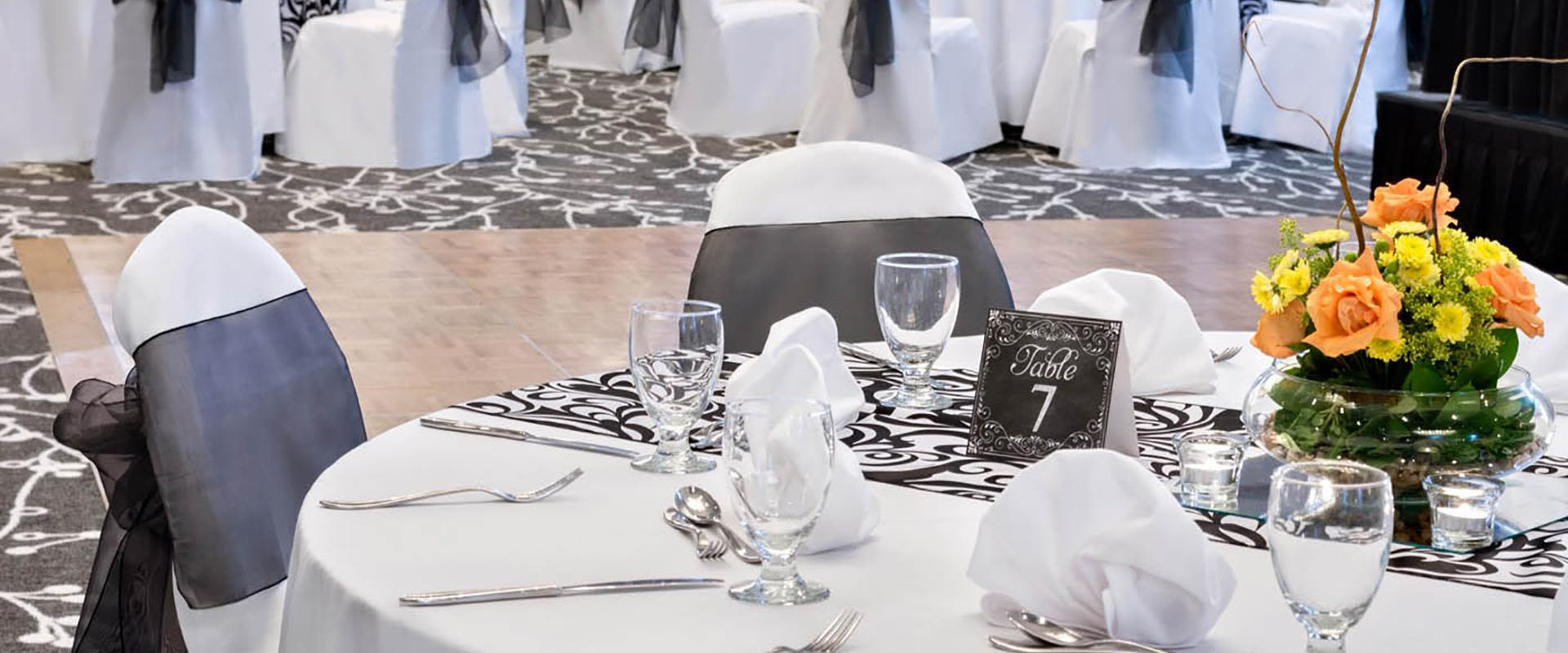 Black and White Event Table with Flowers