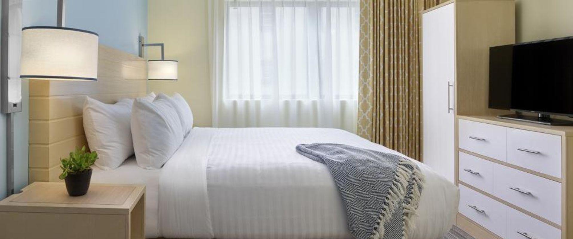 New Orleans ES guestroom