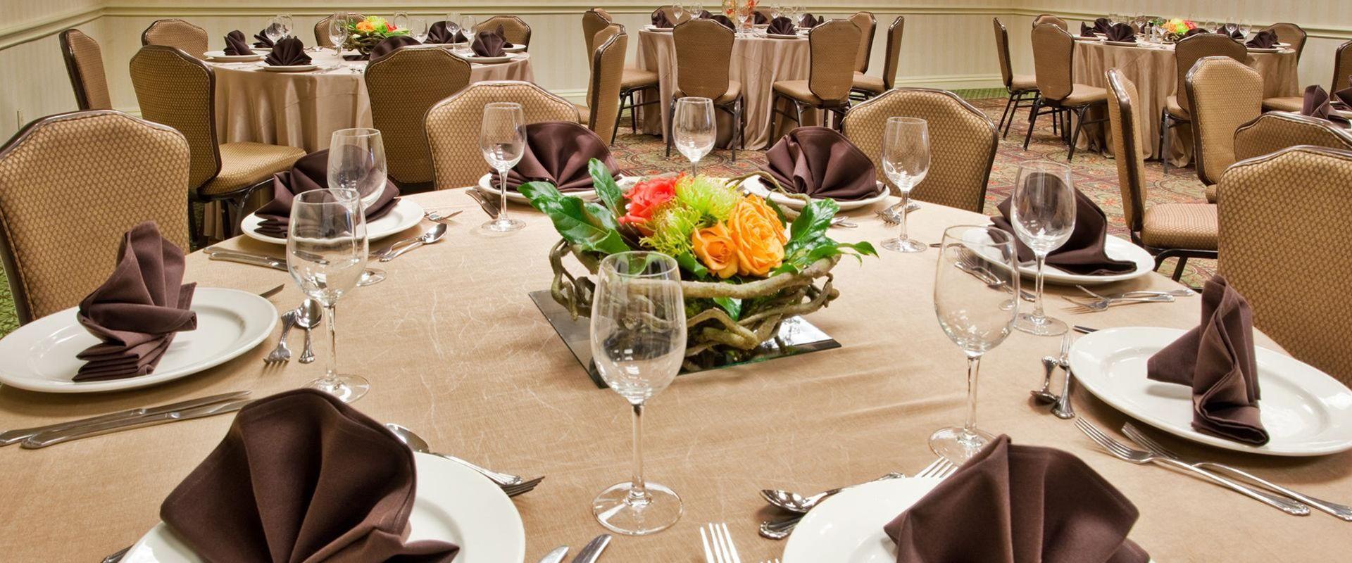 Atlanta Hotel Meeting Venue Table Setting
