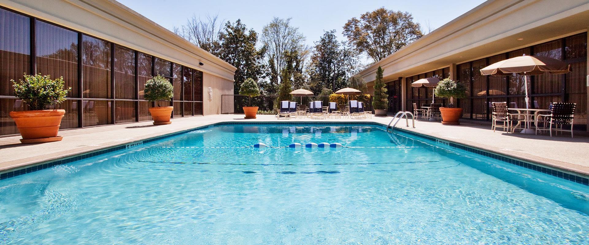 Atlanta Hotel Outdoor Swimming Pool