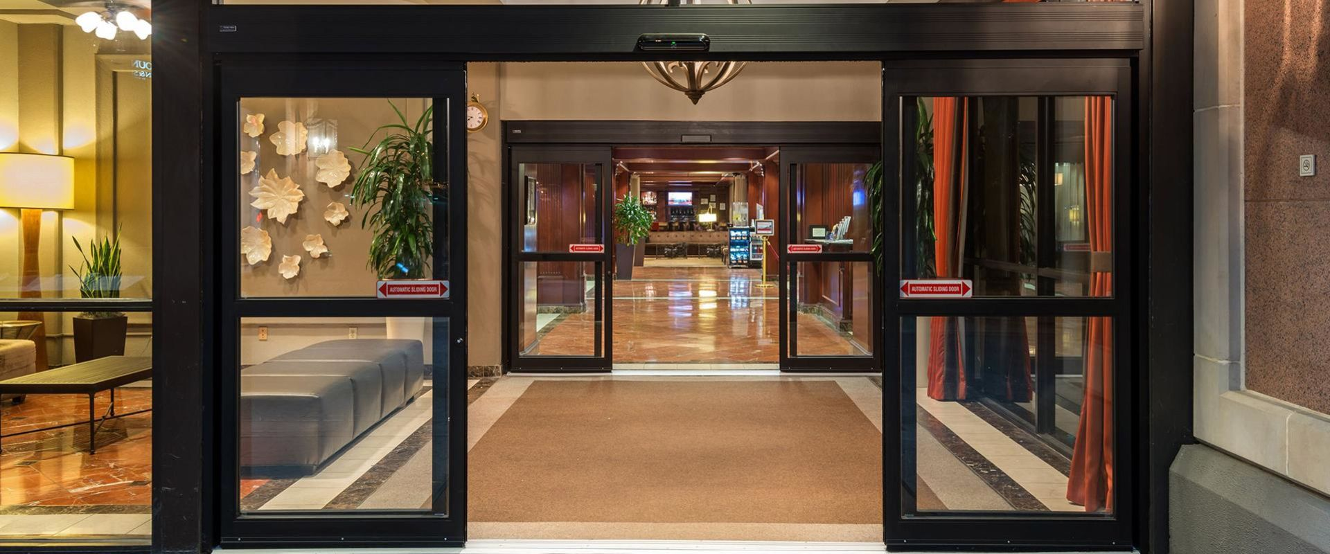 Atlanta Airport Hotel Entrance To Lobby