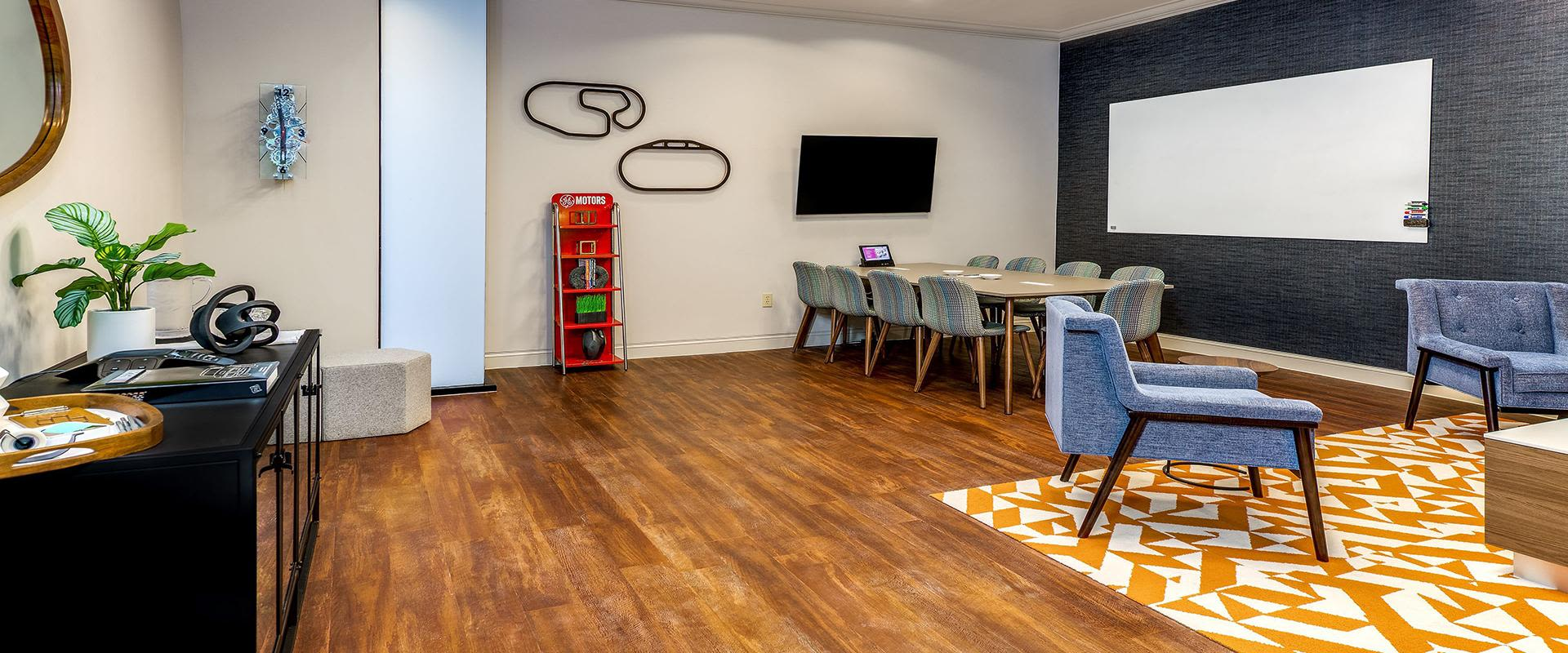 Collaborative Hotel Work Space Table & Chairs