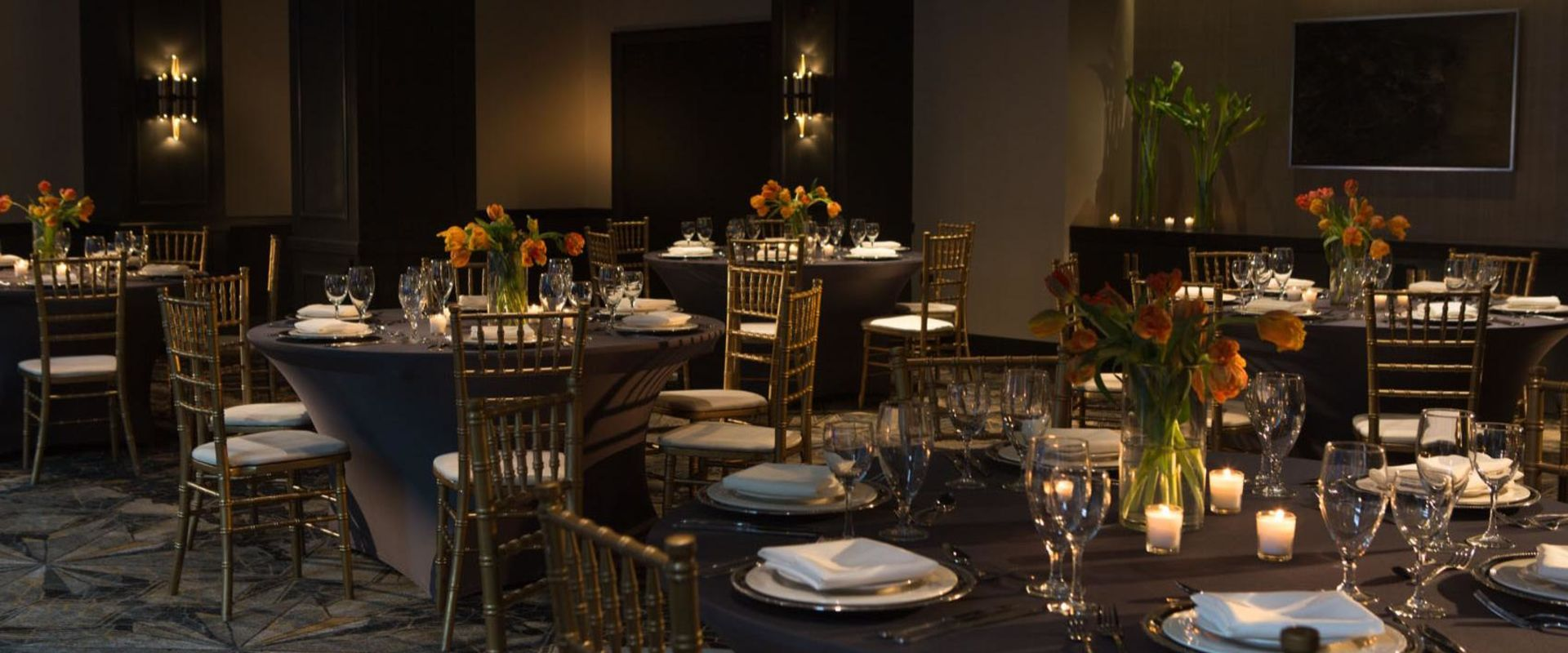Chicago Loop Banquet Hall Wedding Setting