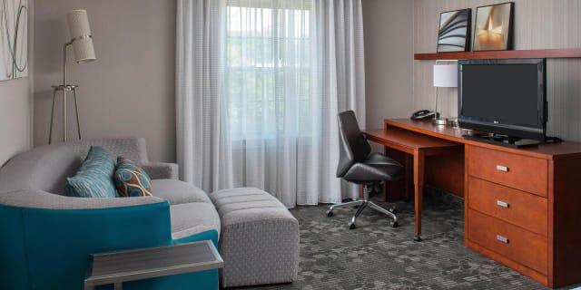 Junio King Suite Living Area - undefined