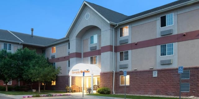 Hotel Exterior Night - undefined