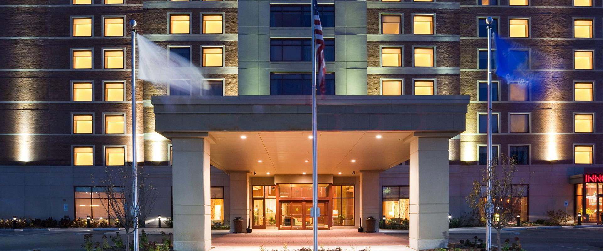 Milwaukee West Wauwatosa Hotel Exterior