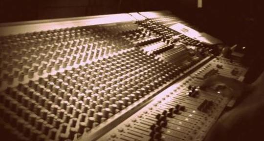 - Dom Elias - Live Sound Engineer